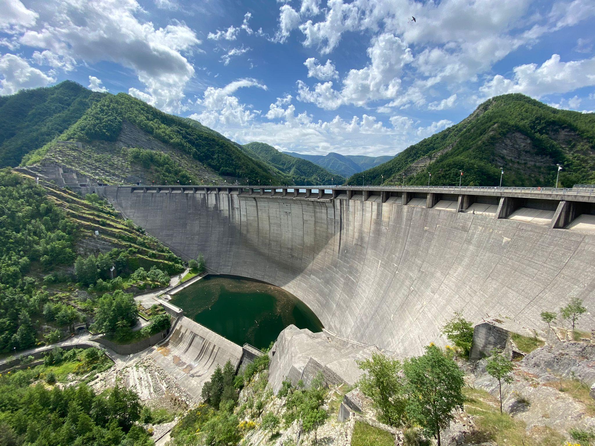 Vista d'insieme della diga di Ridracoli